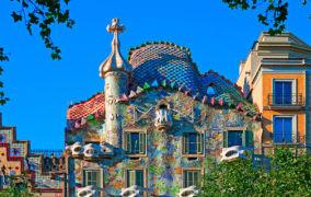 Жители Барселоны протестуют против массового туризма