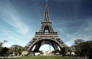 На Эйфелевой башне можно сыграть в гольф
