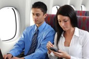 В самолетах европейских авиакомпаний теперь можно не выключать гаджеты