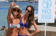 На французском пляже запретили делать селфи